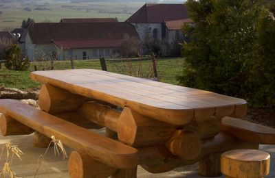 Table en rondins et 2 tabourets
