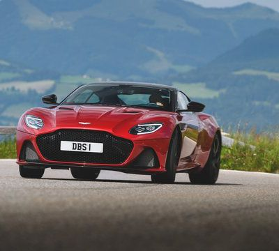 Aston Martin DBS Superleggera kommt an den Start