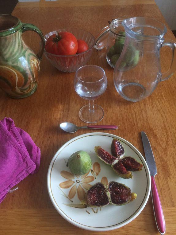 Tiges cuites à la vapeur, légèrement sautées dans l'huile d'olive et ajout de coulis maison. résultat avec 2 pommes de terre vapeur. Un vrai régal.