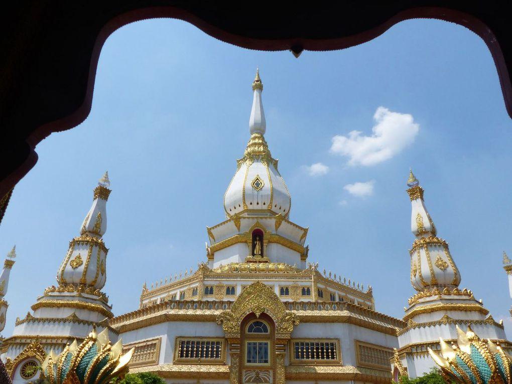 Chedi Chai Mongkol à Roi Et