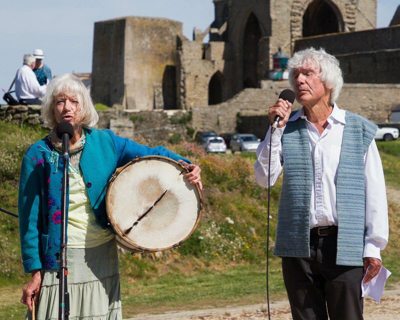 Cérémonie sur l'esplanade du Souvenir Français Corinne Shorp et Maxime Piolot - Photographie : JJ Tréguer (Aux Marins)