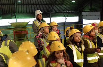 Les CE2 en visite au centre de valorisation des déchets de Saint-Germain