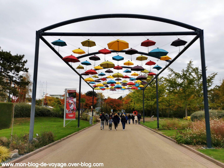 Quelques installations de land art installées sur le parc (octobre 2020, images personnelles)