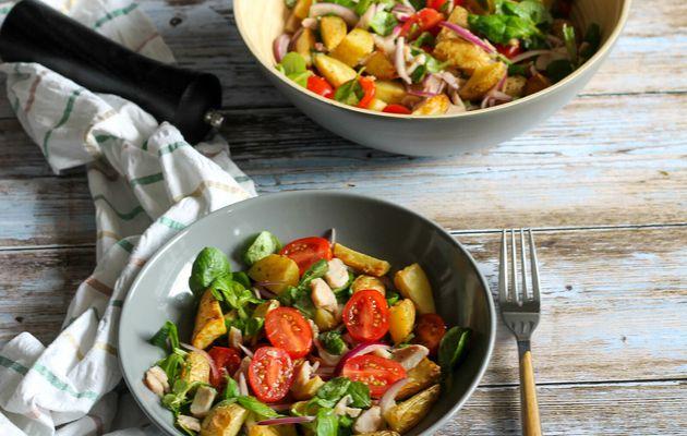 Salade de pommes de terre au poulet et tomates