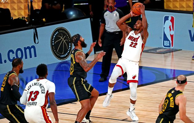 Jimmy Butler propulse le Miami Heat au Game 6 en signant un nouveau triple-double