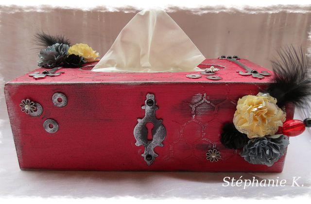 Boîte à mouchoirs rouge