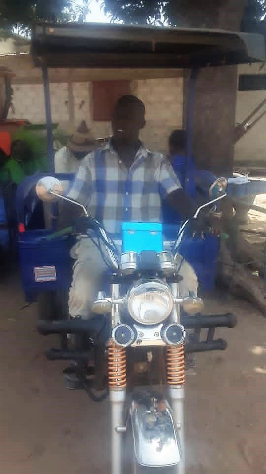 Amadou Sow et son tricycle