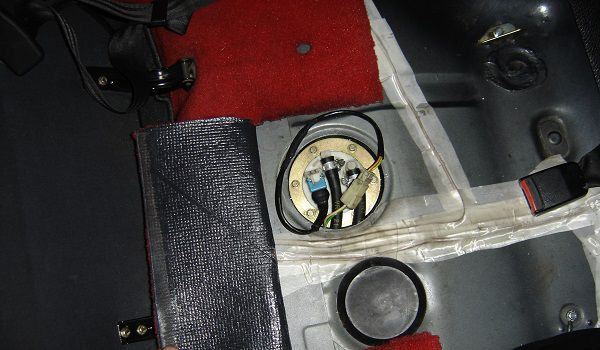 Emplacement pompe carburant 205 GTi
