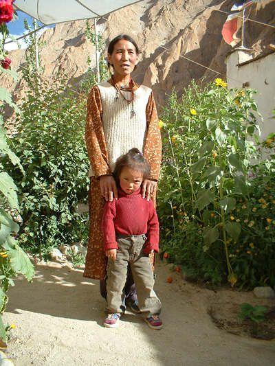Avec la permission de Laura FERRATO (photographe) , j'ai complété l'album Ladakh-Himachal avec les photos prises lors de son voyage à Ladakh-Himachal en 2004.   L'agence organisatrice du voyage est Viaggi nel Mondo - site internet : www.viaggia