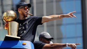 Golden State fête son titre de champion NBA, LeBron James au centre des moqueries