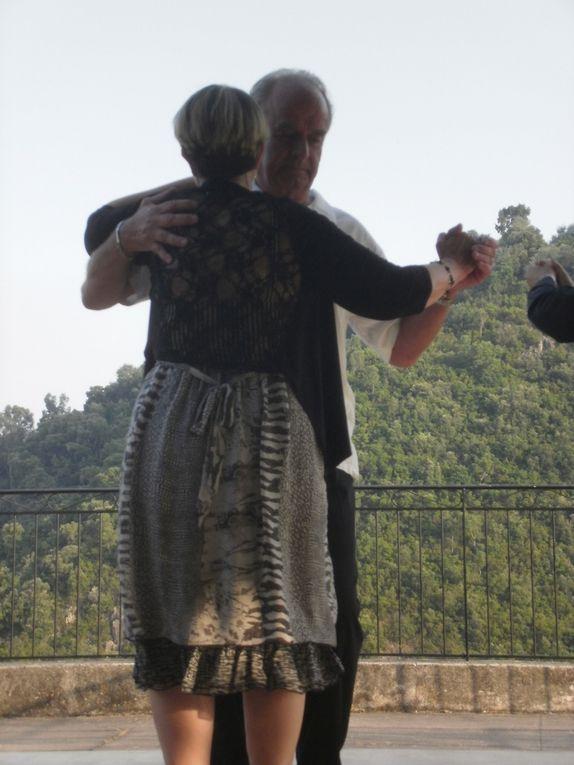 Du Paso Doble au tango , en passant par la country, les élèves d'Olivier et de Muriel ont fait leur spectacle. Un régal des yeux la prestation d'Olivier et de Muriel.