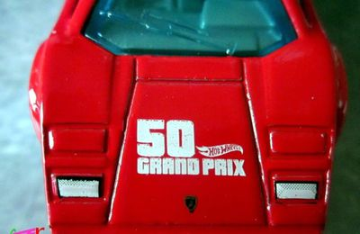 LAMBORGHINI COUNTACH PACE CAR HOT WHEELS 1/64.