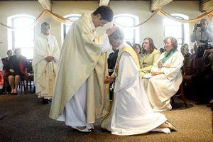 PHILADELPHIA:NJ femme ordonnée prêtre dans une cérémonie controversée