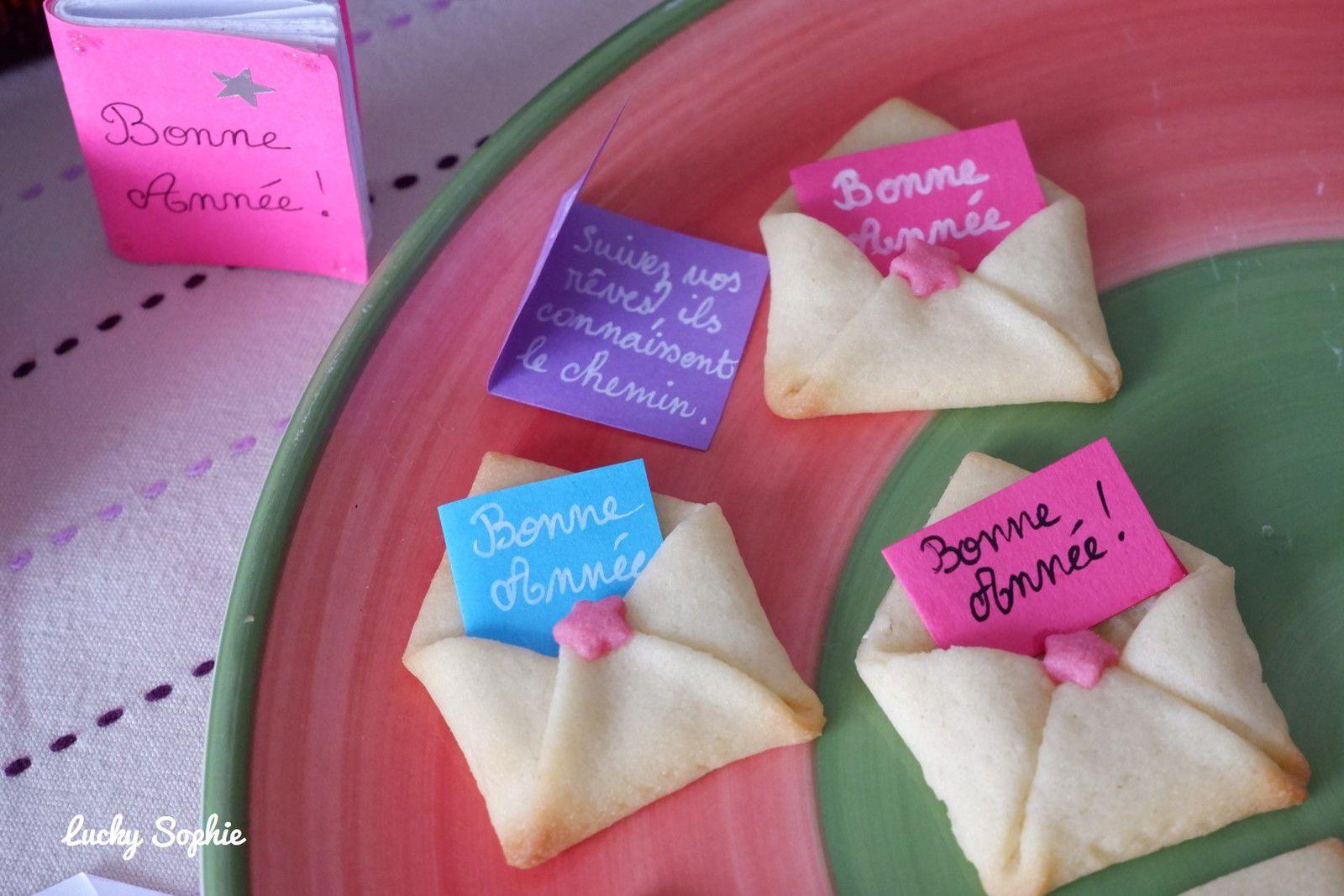"""""""Vous avez un message !"""" Des enveloppes qui se mangent dans lesquelles on glisse des mini-cartes de voeux, un peu comme les fortune cookies !"""