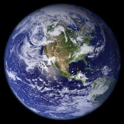 La Terra, una piccola biglia blu nell'immenso Universo