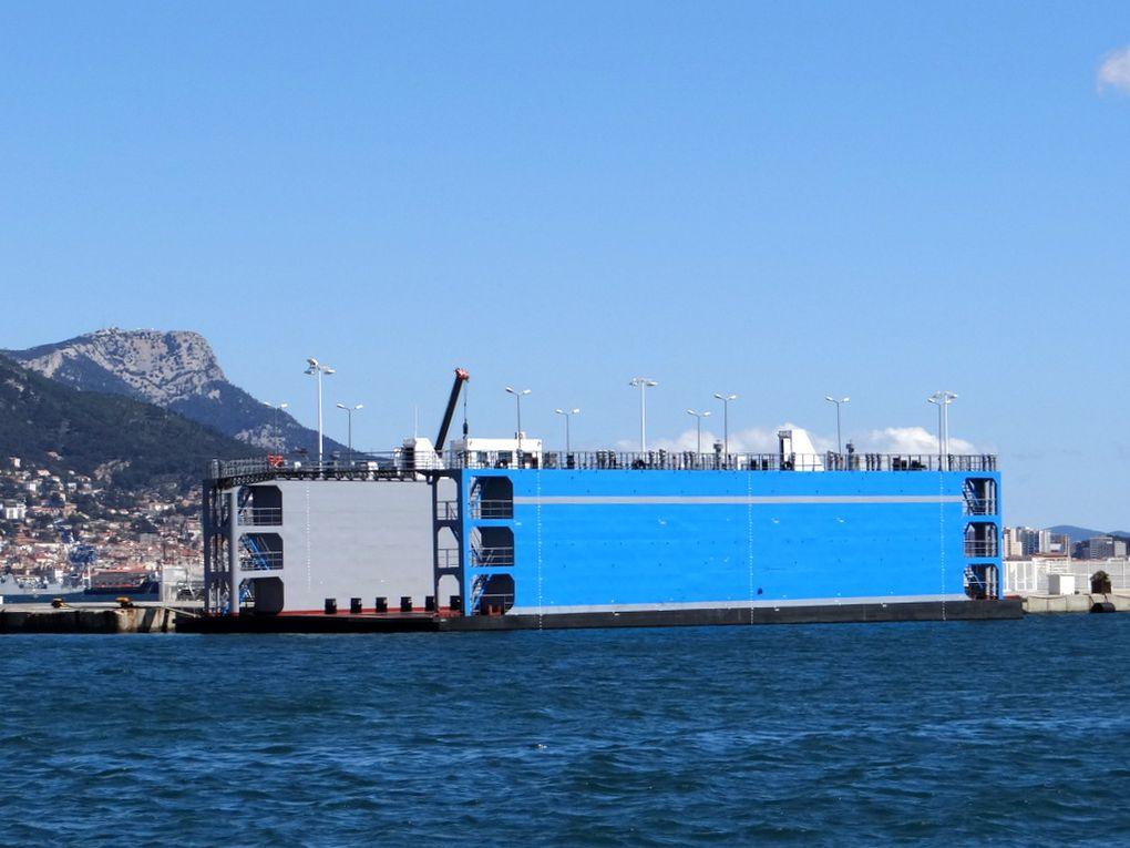 Dock Flottant à quai à la Seyne sur mer le 11avril 2016