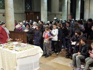 Dialogue avec les enfants préparant leur première communion.