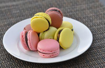 Macarons au chocolat, coeur croustillant praliné