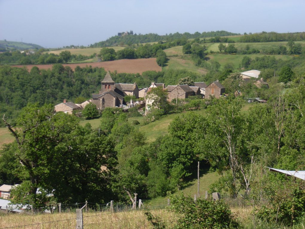 quelques vues de notre village et des peintures de l'église (photos  Jacquie et Rémi Azémar)