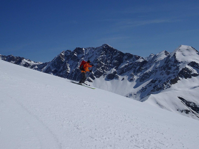 à la descente à skis