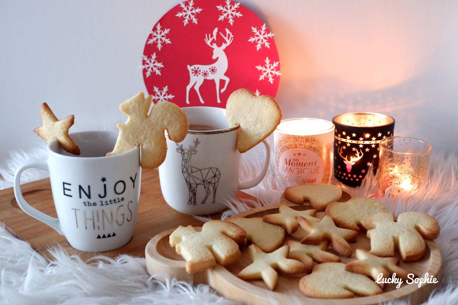 Biscuits de tasse avec des emporte-pièces classiques !