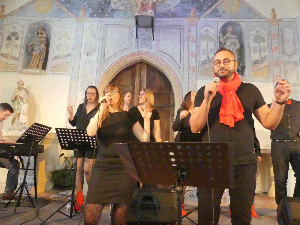 Les choristes lors de leur prestation