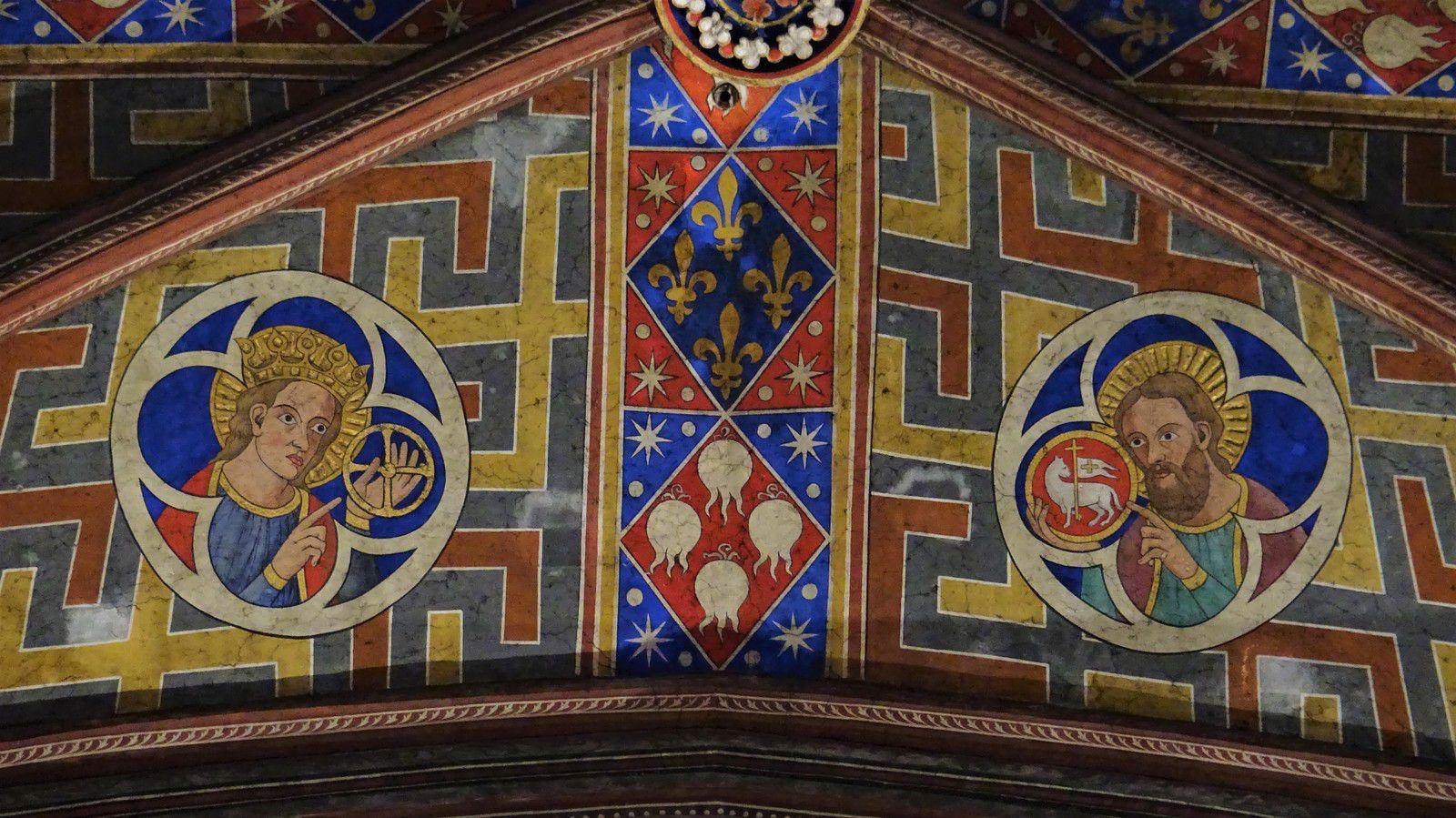 Sur la voûte, d'autres saints (que j'identifie comme Saint Louis et Saint Jean Baptiste) ont eux aussi des nimbes en 3D