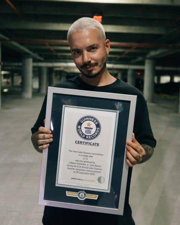 L'artiste colombien mène les nominations reggaeton-heavy avec 13 mentions et est nominé deux fois dans plusieurs catégories, y compris le disque convoité de l'année, l'album de l'année et la meilleure performance reggaeton nouvellement ajoutée.