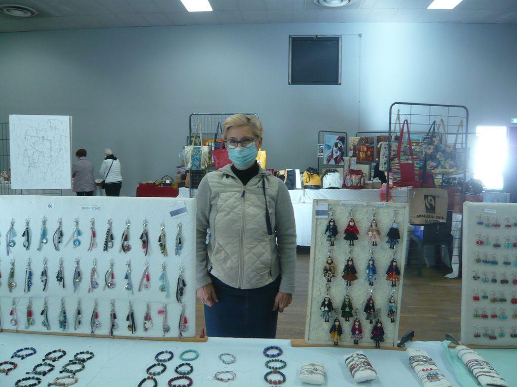 Enfin de retour parmi vous après cette période de morosité avec quelques photos du marché d'automne à Fleurance où quelques artistes artistes Art-Y-Show ont exposé leurs dernières créations...