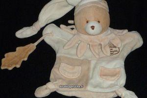 ours doudou et compagnie beige avec feuille de chêne,marionnette