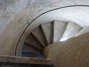 L'escalier qui permet de monter sur le toit...le toit, le clocher et le donjon