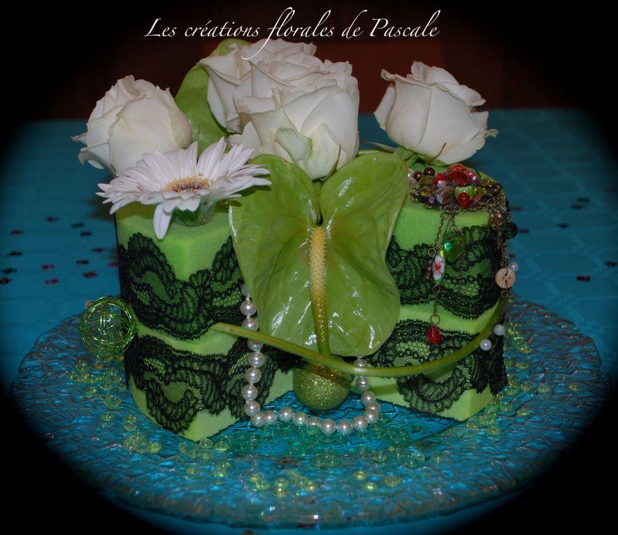 Compositions florales à offrir en cadeau d'anniversaire ou en décoration de la table ou de salle. Surprenez vos invités avec ce gâteau !