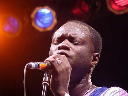 omar pene, une musique aux accents afro-cubains et l'un des groupes les plus influents d'afrique le super diamono de dakar