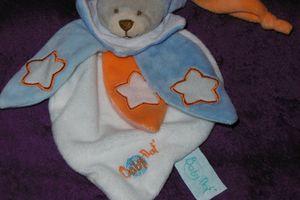 Doudou plat chien Baby nat, orange bleu blanc, étoiles, www.doudoupeluche.fr