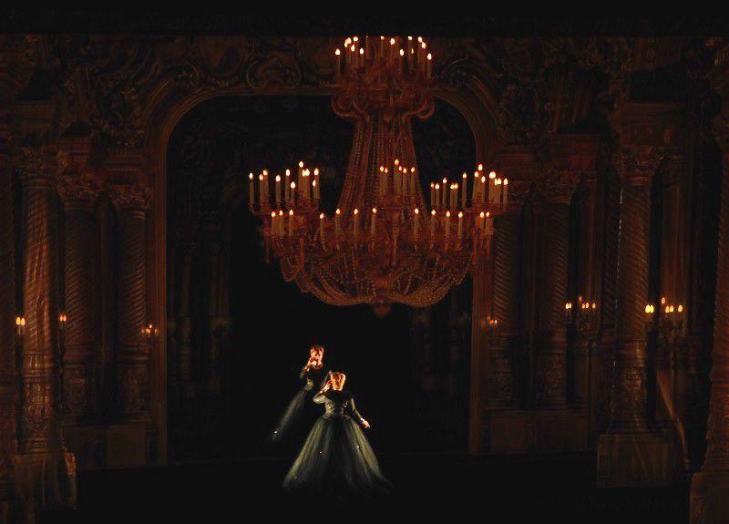 Emily Magee (La Comtesse Madeleine) et son double