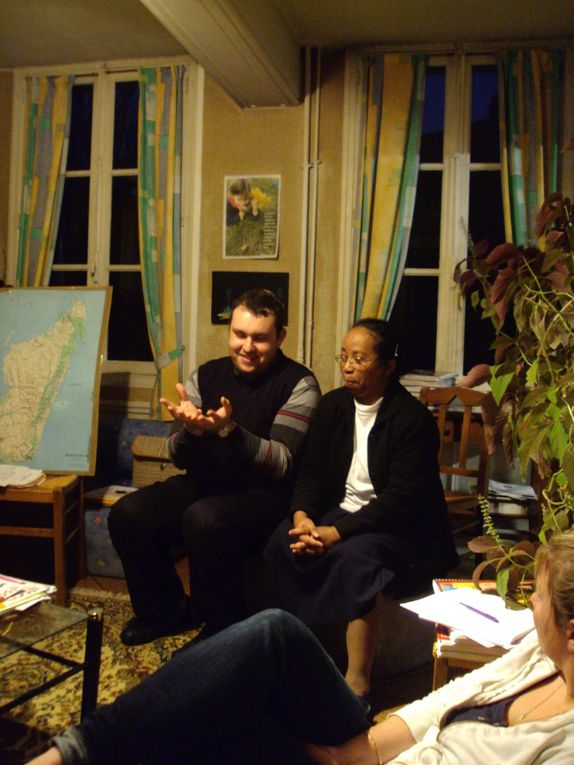 Le 11 Novembre 2010 : lancement des missions 2011 à MADAGASCAR normalement si les évènements nous le permettent. Pour l'instant découverte du pays , témoignages et rencontres : que signifie une expérience MAD ?
