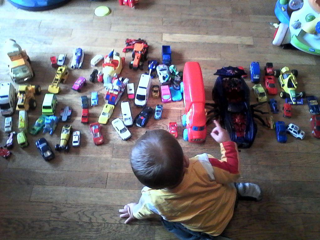 V. et les voitures (une grande histoire comme son papa) et ses progrès moteurs