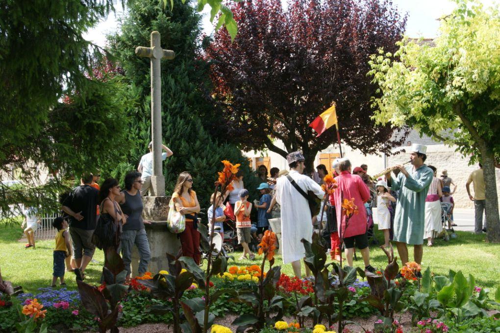 Montpensier, dimanche 28 juin 2009. Balade animée organisée par l'Office Culturel Nord Limagne et le comité des fêtes de Montpensier.