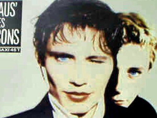 à cause des garçons, un duo féminin belge formé de Laurence Heller et de Hélène Bérard, en tête des charts grâce à ce single éponyme