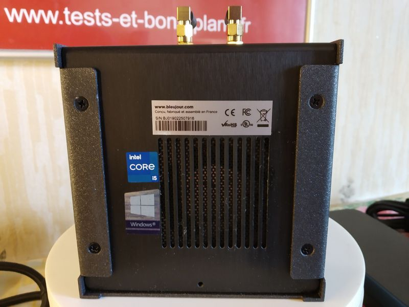 unboxing de l'unité centrale françaiseBleuJour KUBB Essentielle @ Tests et Bons Plans
