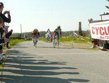 Cyclosport St Léger Magnazeix Louis Simon s'impose devant 3 Confolentais