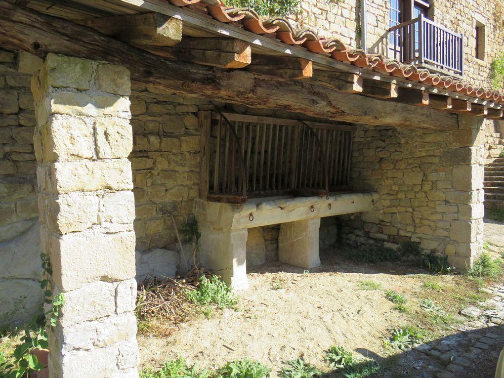 Village de charme du Tarn, surplombant la rive gauche de l'Aveyron