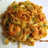 Tagliatelles aux crevettes au pesto rouge - www.sucreetepices.com