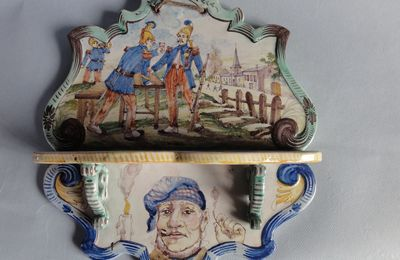 porte pipes en faience de Nevers  , pompiers , incendie , clairon
