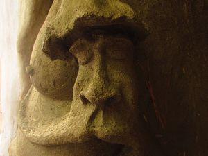 Cheminée sculptée dans une Kerterre.