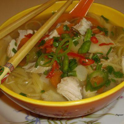 Soupe vietnamienne au poulet (Pho)