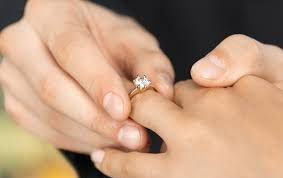 Tips to buy diamond solitaire rings for your engagement