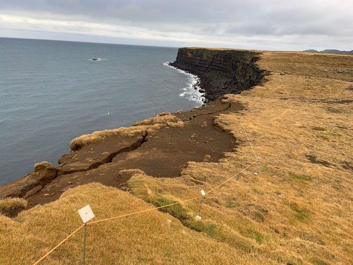 Péninsule de Reykjanes - fisure à Krýsuvíkurbjarg le 21.10.2020 , après l'important séisme du 20 octobre - photo Coast Guard Sævar Óskarsson / Visir.is