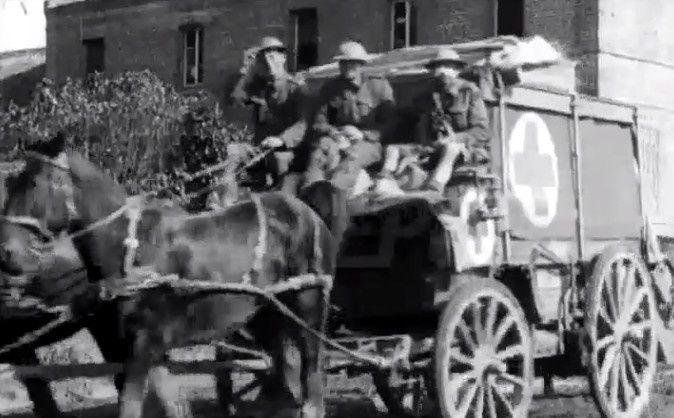 Évacuation blessés par une ambulance anglaise (extraits d'un film documentaire de 19818)