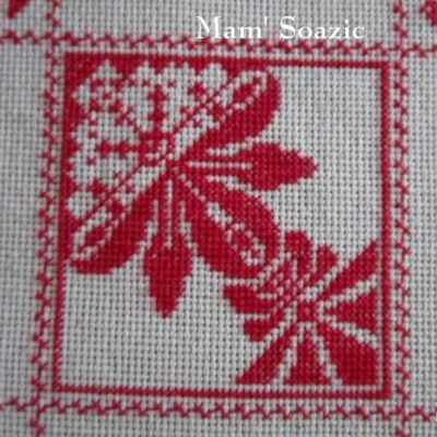 SAL : Plaid Broderie Rouge... Grille 55/C5